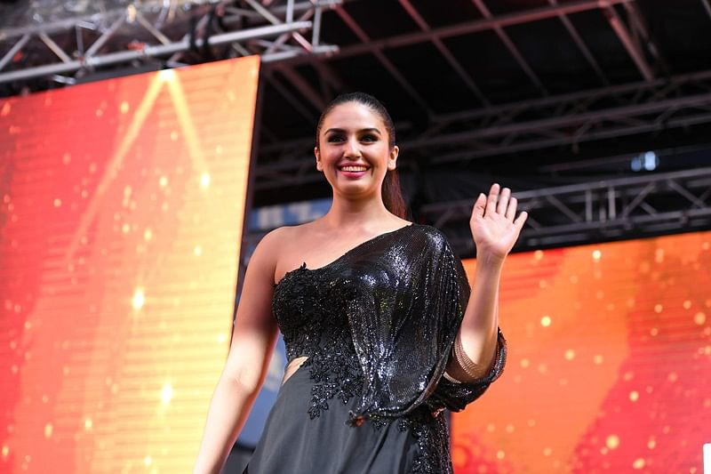 Bollywood actress Huma Qureshi waves at fans during IIFA Stomp in the Times Square on July 13, 2017 to kick off the 18th International Indian Film Academy (IIFA) Festival in New York. / AFP PHOTO / ANGELA WEISS