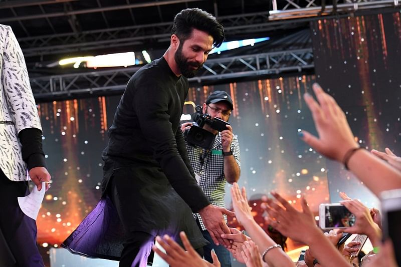 Bollywood actor Shahid Kapoor greets fans during IIFA Stomp in the Times Square on July 13, 2017 to kick off the 18th International Indian Film Academy (IIFA) Festival in New York. / AFP PHOTO / ANGELA WEISS