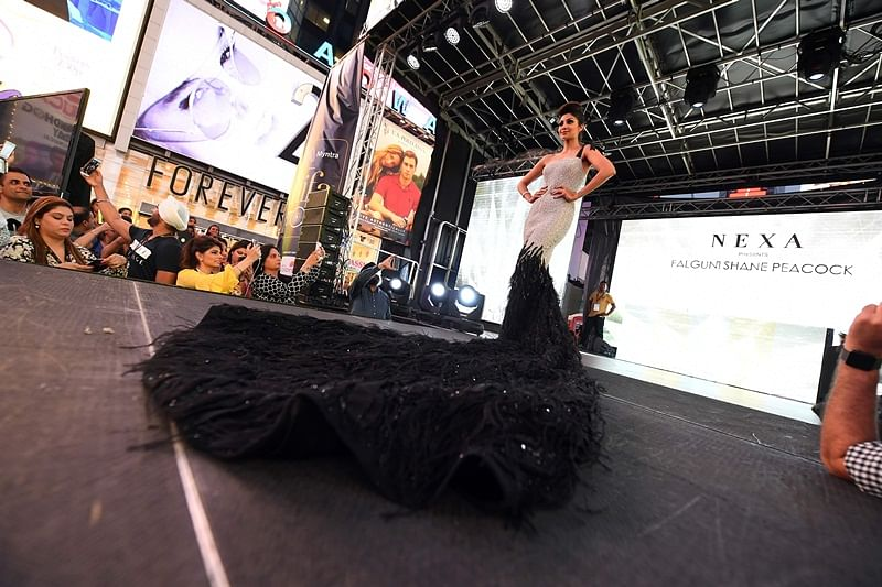 Bollywood actress Shilpa Shetty walks the ramp during IIFA Stomp in the Times Square on July 13, 2017 to kick off the 18th International Indian Film Academy (IIFA) Festival in New York. / AFP PHOTO / ANGELA WEISS