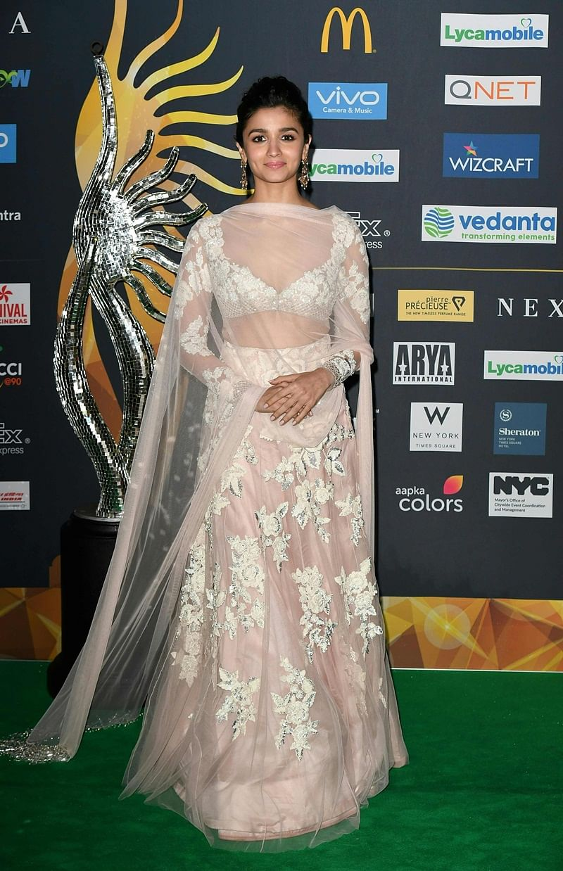 Bollywood Actress Alia Bhatt arrives for IIFA Rocks July 14, 2017 at the MetLife Stadium in East Rutherford, New Jersey during the 18th International Indian Film Academy (IIFA) Festival. / AFP PHOTO / ANGELA WEISS