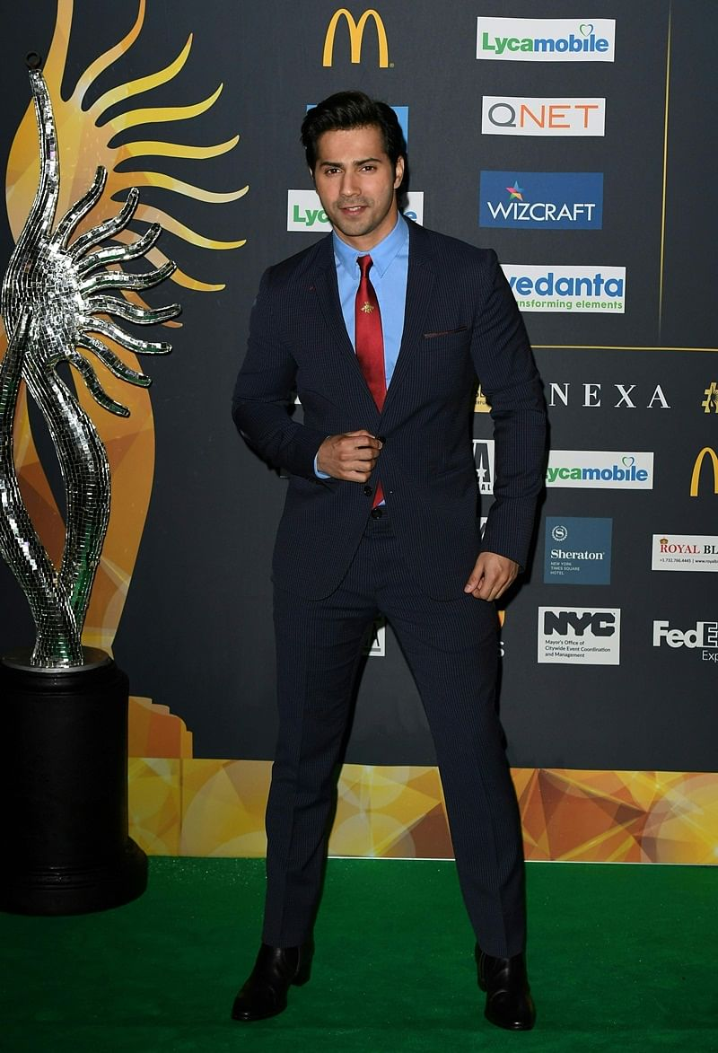 Bollywood Actor Varun Dhawan arrives for IIFA Rocks July 14, 2017 at the MetLife Stadium in East Rutherford, New Jersey during the 18th International Indian Film Academy (IIFA) Festival. / AFP PHOTO / ANGELA WEISS