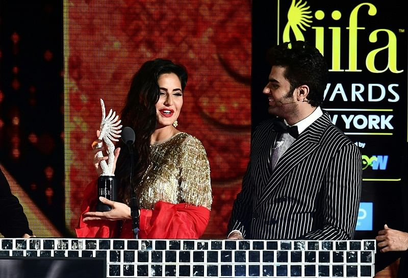 Bollywood Actress Katrina Kaif hold an award on stage during IIFA Rocks July 14, 2017 at the MetLife Stadium in East Rutherford, New Jersey during the 18th International Indian Film Academy (IIFA) Festival.  / AFP PHOTO / Jewel SAMAD