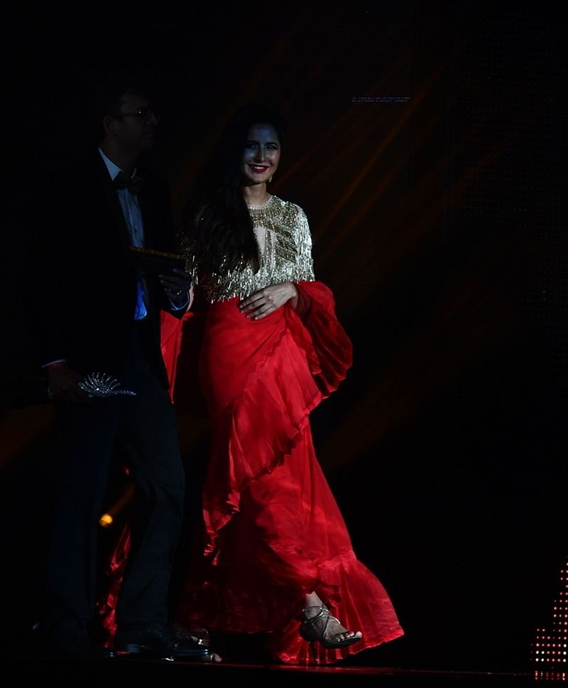 Bollywood Actress Katrina Kaif arrives on stage during IIFA Rocks July 14, 2017 at the MetLife Stadium in East Rutherford, New Jersey during the 18th International Indian Film Academy (IIFA) Festival. / AFP PHOTO / Jewel SAMAD