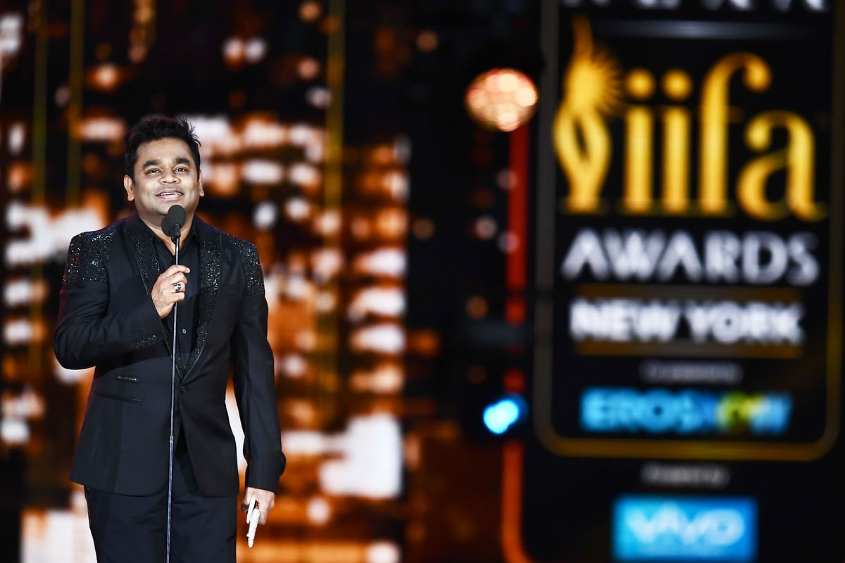 Bollywood music composer/singer AR Rahman accepts an award during the 18th International Indian Film Academy (IIFA) Festival at the MetLife Stadium in East Rutherford, New Jersey, on July 15, 2017. / AFP PHOTO / JEWEL SAMAD