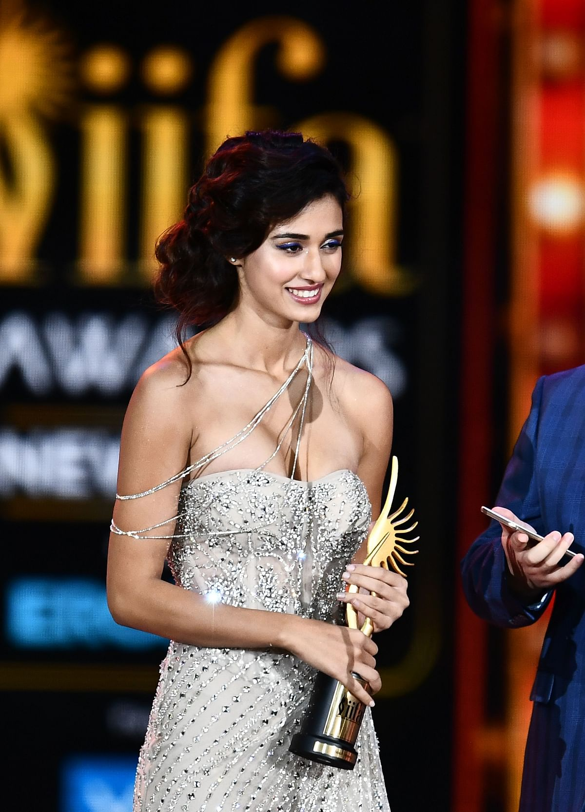 Bollywood actress Disha Patani accepts Best Debut actress award during the 18th International Indian Film Academy (IIFA) Festival at the MetLife Stadium in East Rutherford, New Jersey, on July 15, 2017. / AFP PHOTO / JEWEL SAMAD