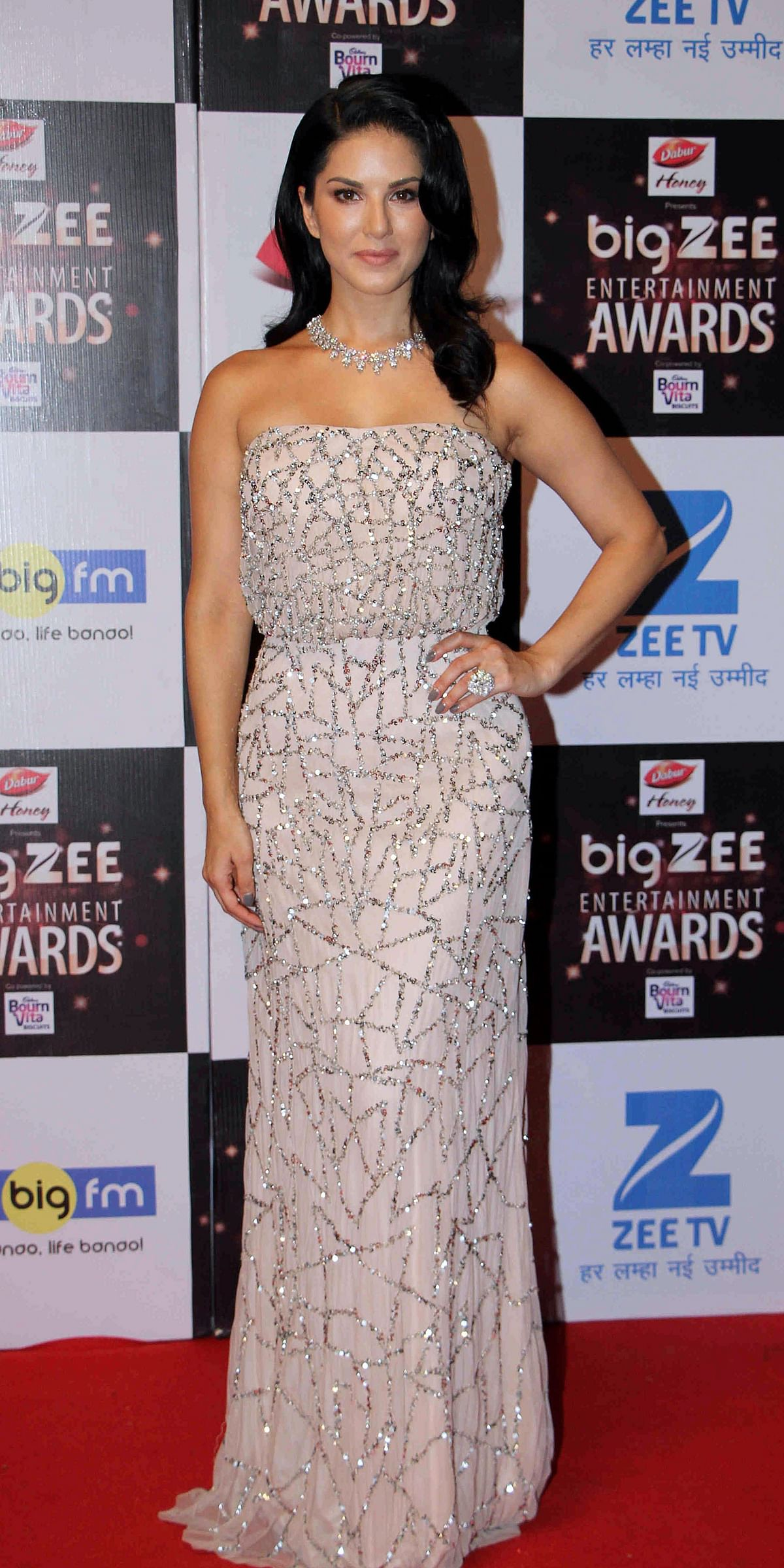 In this photograph taken on July 29, 2017, Indian Bollywood actress Sunny Leone attends the BIG ZEE Entertainment Awards 2017 ceremony in Mumbai. / AFP PHOTO / STR