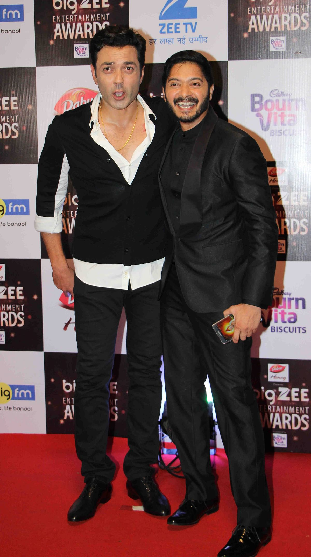 In this photograph taken on July 29, 2017, Indian Bollywood actors Bobby Deol (L) and Shreyas Talpade (R) attend the BIG ZEE Entertainment Awards 2017 ceremony in Mumbai. / AFP PHOTO / STR