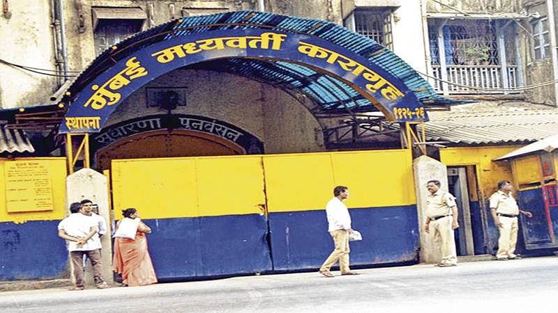 Mumbai: Upset with shifting, IM ultra slashes hand in jail