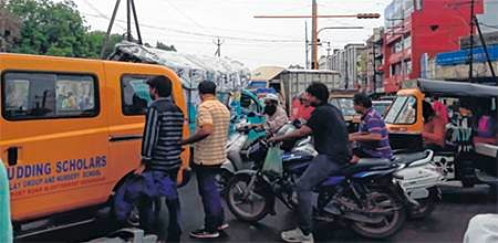 Frequent traffic jams at Bhopal Talkies Square irks residents