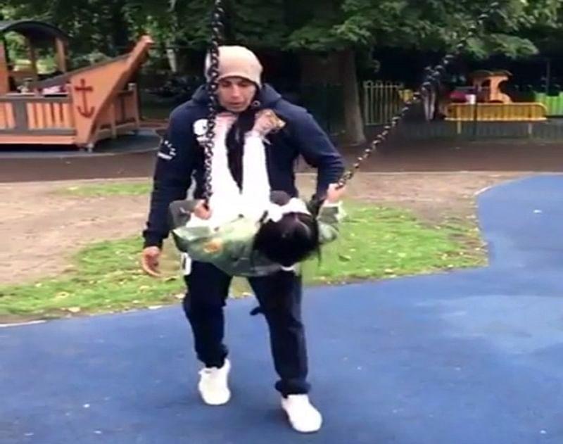 Funny: Akshay Kumar and daughter Nitara's cute video from park