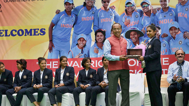 Sports Minister felicitates Indian women's cricket team