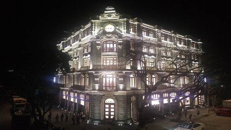 High-end shopping, heritage style