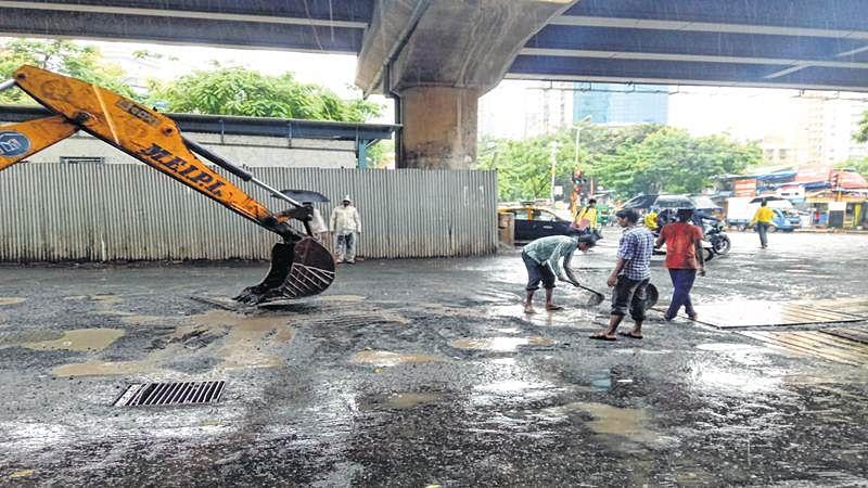 Mumbai: BMC uses JCB machines to fill potholes