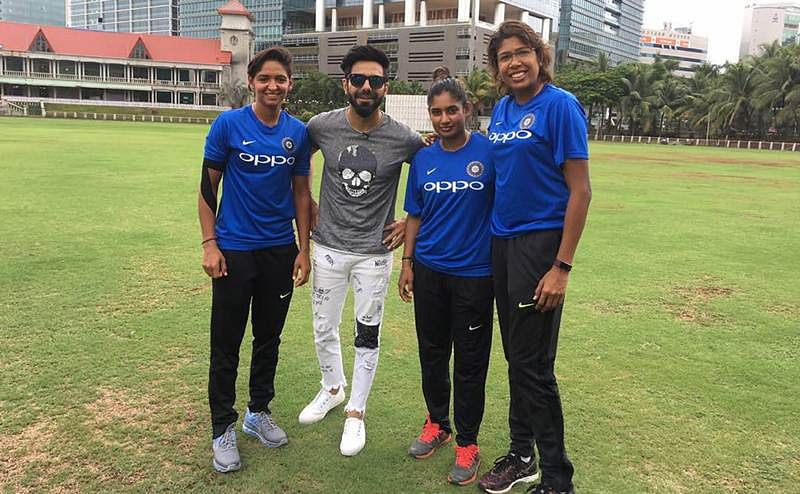 Aparshakti Khurana's special show for Indian Women Cricket team!