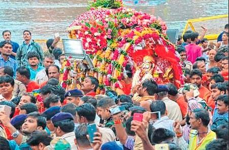 Ujjain: Lord Mahakal as 'Chandramauleshwar' visits devotees on 3rd Shravan-sawari