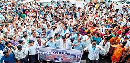 Bhopal: Med Teachers' Assn protests govt's proposed bill to form authority for med colleges