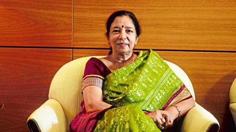 Axis scotches rumours on Shikha, reappoints her for three more years