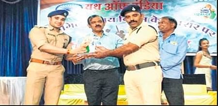 Ujjain: Youth of India group honours martyrs' kin
