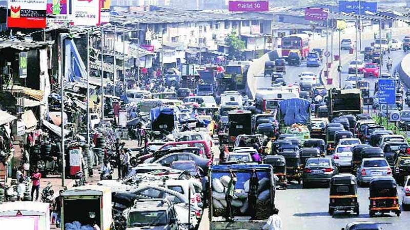 Mumbai: Bandra's Hill Road turns chaotic due to poor traffic management