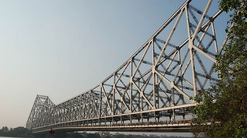 OMG! Youth climbs on top of Howrah Bridge, spreads panic