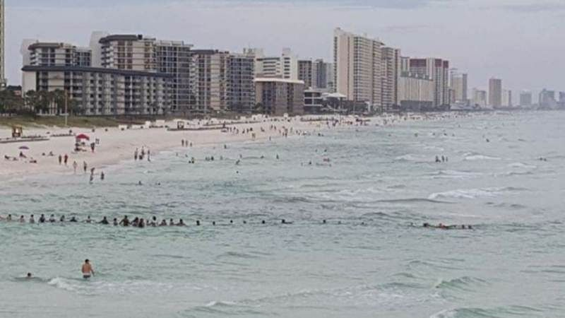 Sea of Humanity! Strangers form human chain on Florida beach, rescue drowning family
