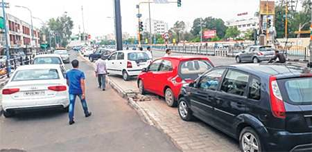 Indore: Can we ever park our vehicles sensibly
