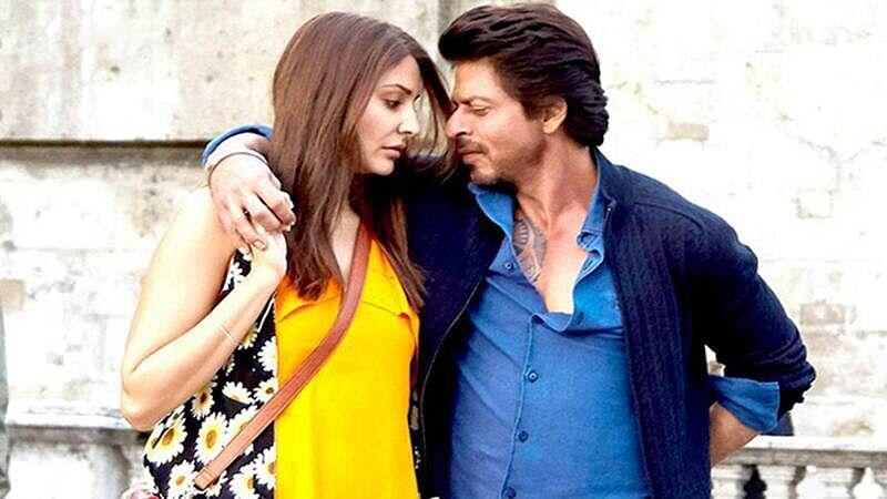 Shah Rukh can romance a mike too, says Anushka Sharma