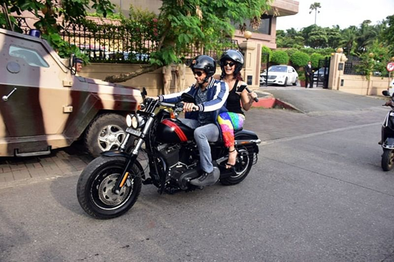 'A Gentleman' couple Sidharth and Jacqueline go on a bike ride in Mumbai