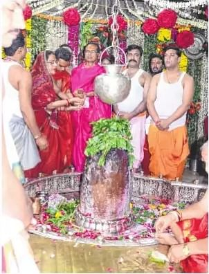 Ujjain: CM performs worship at Mahakaleshwar temple