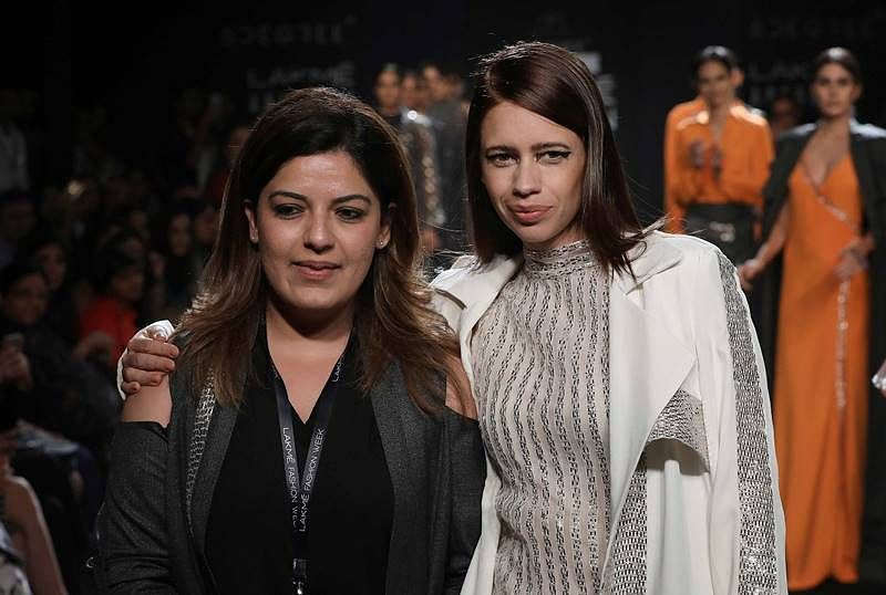 Daring divas Kalki Koechlin, Esha Gupta turn up the heat on Lakmé Fashion Week day 3