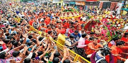 Ujjain: Last 'sawari' of Shravan held, thousands of devotees witness 5 forms of Lord Mahakal