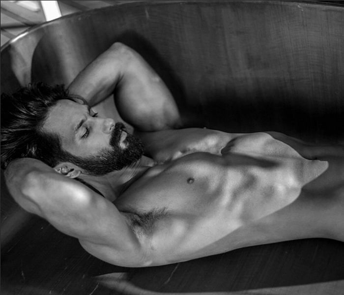 Hot hunk Shahid Kapoor sets Twitter on fire with his latest shirtless picture