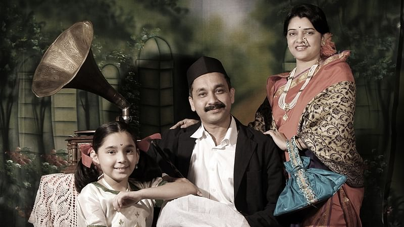 This Mumbai photographer helps you to recreate vintage family portraits for free