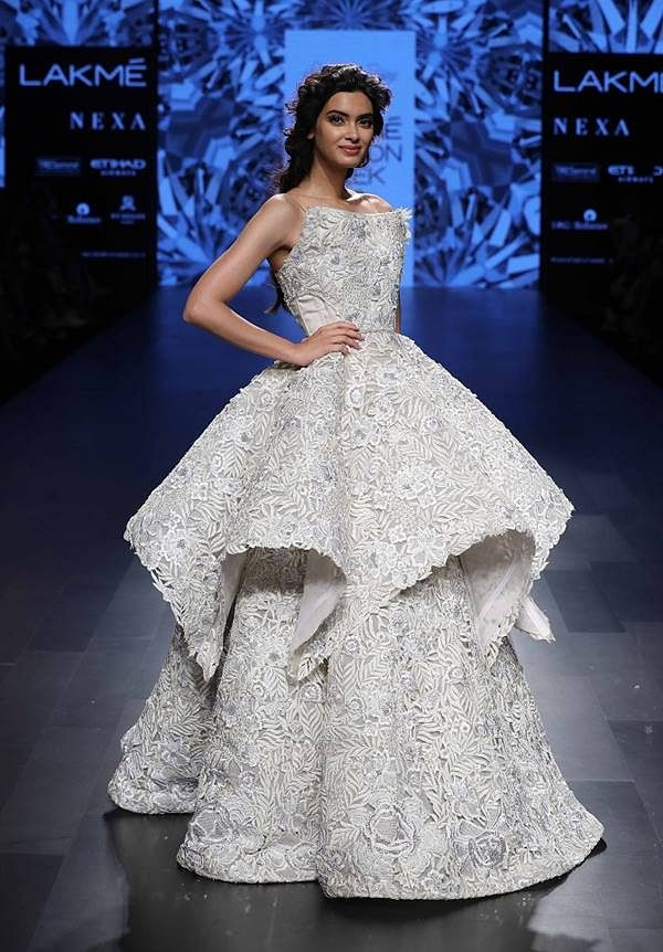 Showstopper Diana Penty for Shriya Som atLakme Fashion Week Winter Festive 2017 (2)