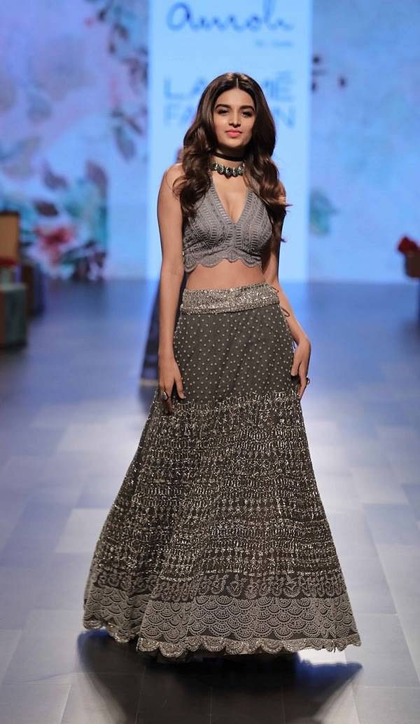 Showstopper Nidhi Agerwal for Amoh by Jade at Lakme Fashion Week WF 17 (4)