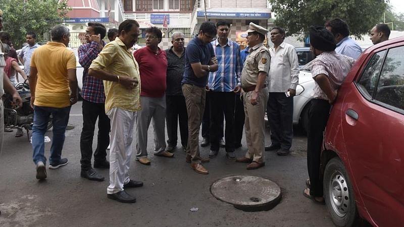 Three die of asphyxiation while cleaning sewer, BJP seeks probe