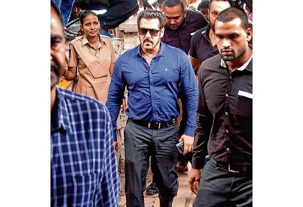 Salman Khan in Jodhpur court, gives bailbond in arms case
