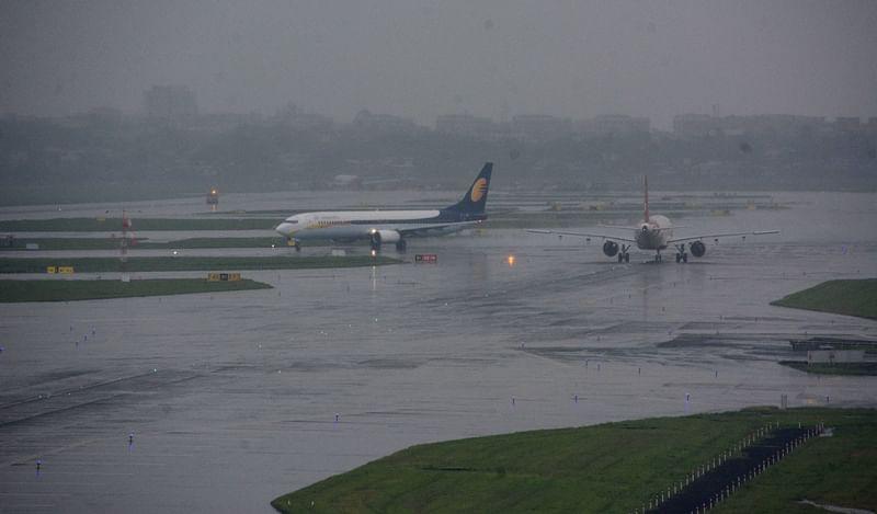 Heavy rain hits flights at Mumbai airport