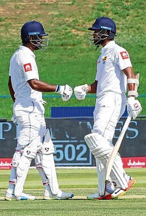 Dimuth Karunaratne leads Lanka fightback in first Test