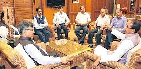 Bhopal: Niti Ayog member Dr Chandra meets CM