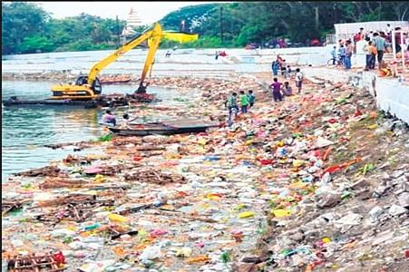 Bhopal: Ganesh Utsav ends; mountains of rubbish dumped on banks of lakes