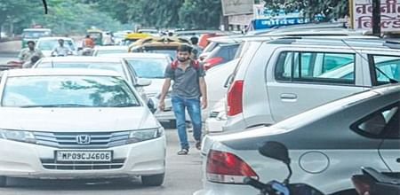 Indore: Navneet Tower Common sense has something to do with parking too