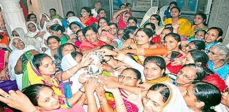 Ujjain: Artisans mould silver idol of Lord Parshvanath as part of 'navpad oli' fest