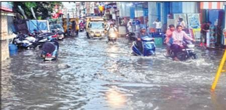 Rain lashes city, pours misery on Bhopalites