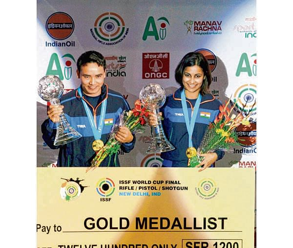 New Delhi: India's Jitu Rai and Heena Sidhu at the award presentation ceremony after winning the gold in Mixed team 10M air Pistol event at ISSF World Cup Final 2017 at Dr Karni Singh Shooting Range in New Delhi on Tuesday. PTI Photo    (PTI10_24_2017_000171B)
