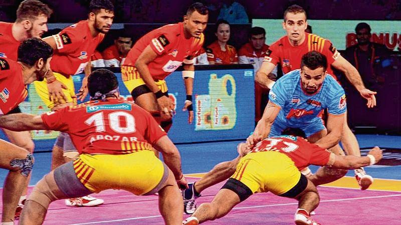 Gujarat outclass Bengal to reach PKL final