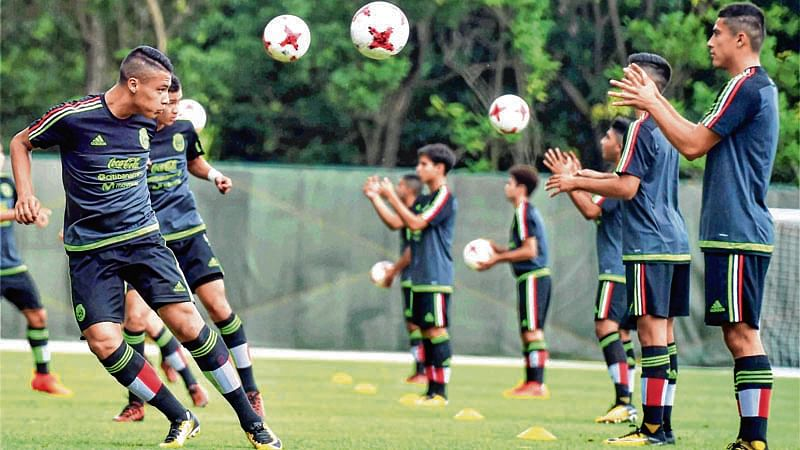 Mali lock horns with Paraguay