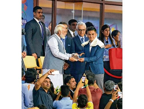 New Delhi: Prime Minister Narendra Modi felicitates Indian footballer Sunil Chhetri during the opening ceremony of FIFA U-17 World Cup 2017 at Jawaharlal Nehru Stadium in New Delhi on Friday. PTI Photo by Vijay Verma(PTI10_6_2017_000235B)