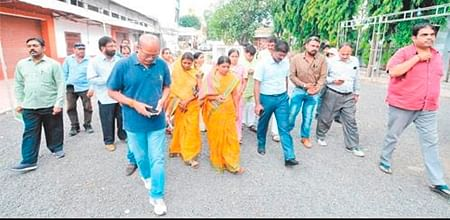 Ujjain: Accolades for errant municipal AE despite allegations