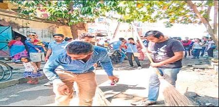 Indore: Daan Utsav Bhumi volunteers live up to Bapu's ideals